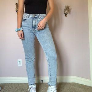 Acid wash vintage straight jean
